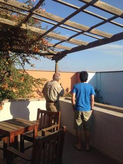 Apreciando la vista desde la terraza