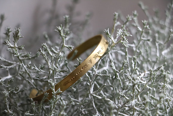 Bracelet fin en laiton | Collection Chaman - motif 5
