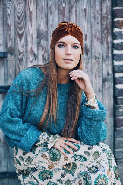 Lovely Louisa Velvet Bruin