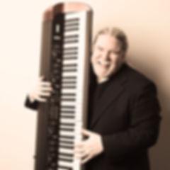 pianoman_darrell_03_edit_edited.jpg