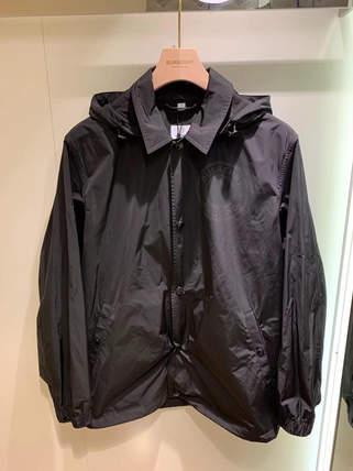 Burberry 男款新上⭐️包包/圍巾/上衣/外套通通有不要說我們都只發女款了💕立即挑選私訊小幫手✅