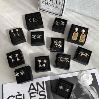 Chanel 飾品到貨✨✨最近大家都很愛收Chanel 飾品因為新出款式真的都好美~~❤️