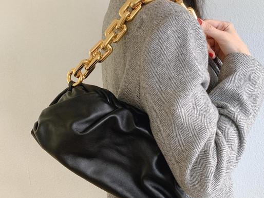 有時候 最高級的存在 是即使沒有顯眼的logo襯托 就簡單美麗的光彩奪目-Bottega Veneta The chain pouch