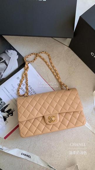 穿搭永遠和諧的Chanel CF25溫柔奶茶色
