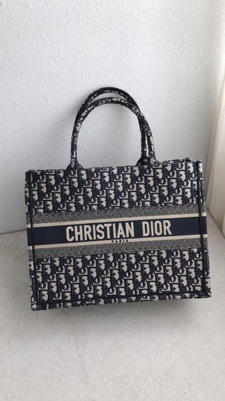 #Dior美包推薦超熱門的老花系列包款💖Small Book tote現貨不用等只有一個☝🏽 還不手刀來詢問下單⚡️nano woc 輕巧容量又剛好百搭又好看❤️