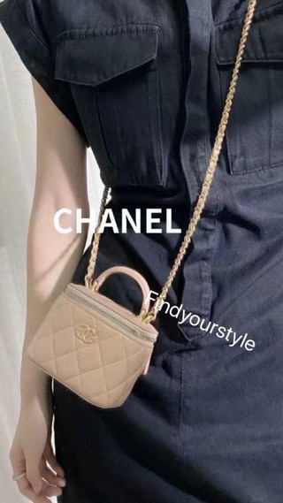 https://www.findyourstyle-collection.com/post/chanel-new-flag-bag