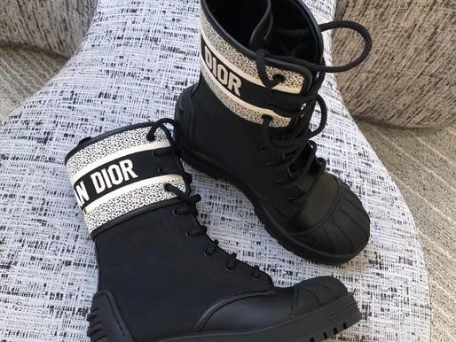疫情逐漸趨緩💪🏻找好平安踏出門的美鞋了?這邊幫大家連線到Dior新款尺碼齊全等待下單❤️❤️#dior#歐洲連線採購中