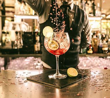 Bartender%20Pouring%20Cocktail_edited.jpg