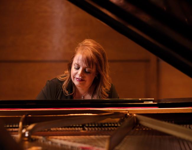 Holly Roadfeldt - Pianist