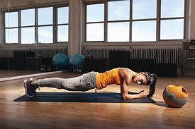 woman-doing-core-exercise-in-the-gym-P23