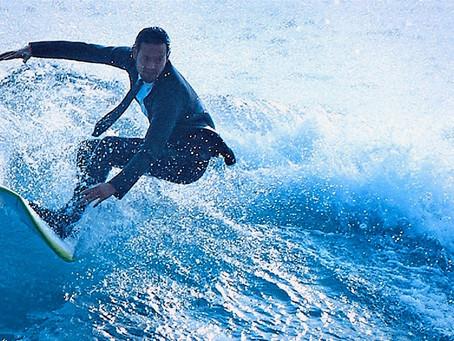 Surfear en traje ejecutivo
