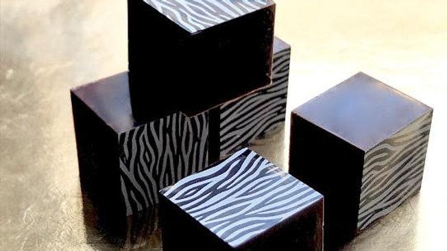 Harlequin Chocolates Fekete Zebra Mogyorópraliné