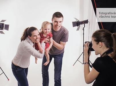 fotografování rodiny v ateliéru v praze