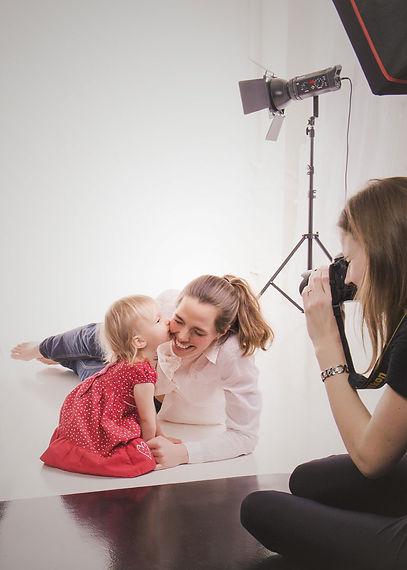 rodinné fotografování s dcerou v ateliéru