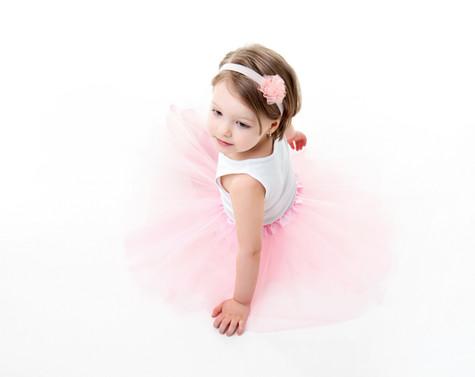 holčička v tutu sukýnce na focení v ateliéru