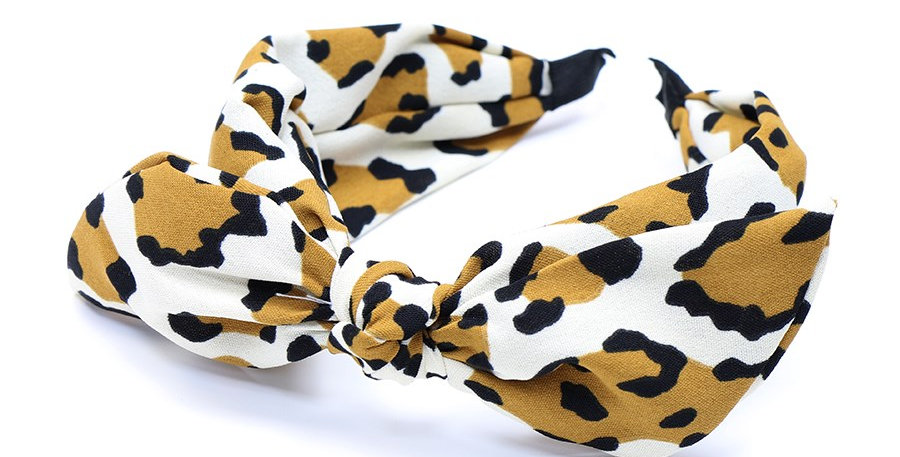 Headband in white and mustard leopard print with an adjustable bow