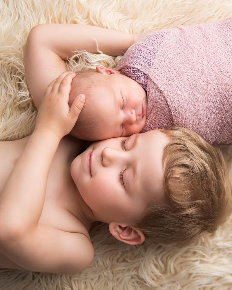 newborn fotka se sourozencem s braskou