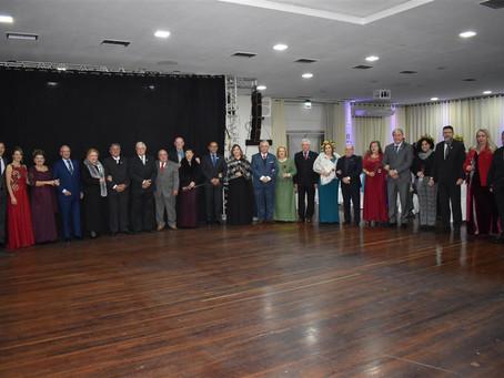 Casais lotam o Salão Nobre para o Baile de Posse da Diretoria