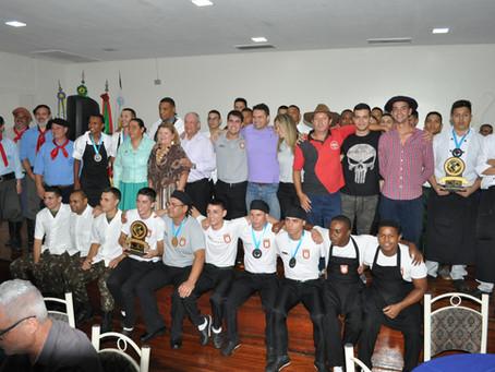 X Entrevero das Cozinhas Gaúchas e Torneio de Truco do Abrigo movimentam a Semana Cezimbra Jacques