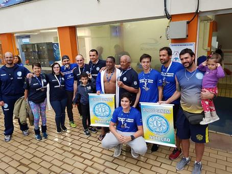 Duas equipes participam da 5ª Maratona de Natação em Revezamento Indoor