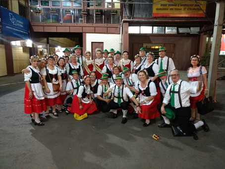Grupo de Fritz e Fridas se diverte na 31ª Oktoberfest de Igrejinha