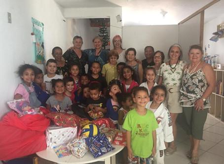 Ação do Clube de Mães alegra Natal de crianças na Capital