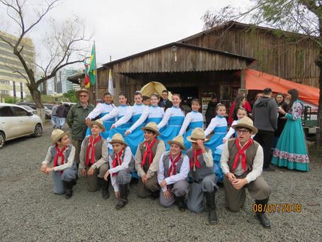 Representantes do CTG Glaucus Saraiva participam de Rodeio Artístico