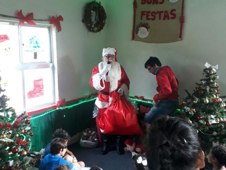Papai Noel visita Colônia da Av. da Igreja