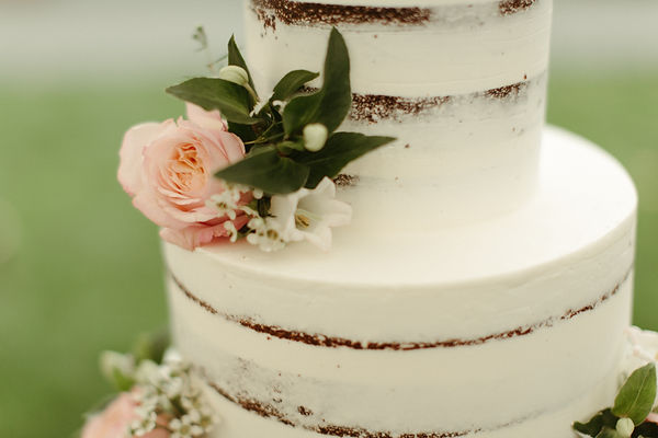 wedding cake with flowers detail