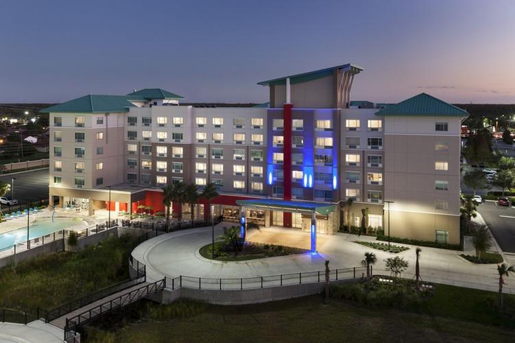 Holiday Inn & Suites - All light gauge framing