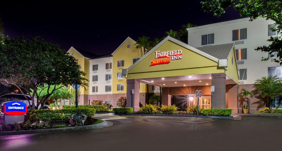 Fairfield Inn - Lee Vista