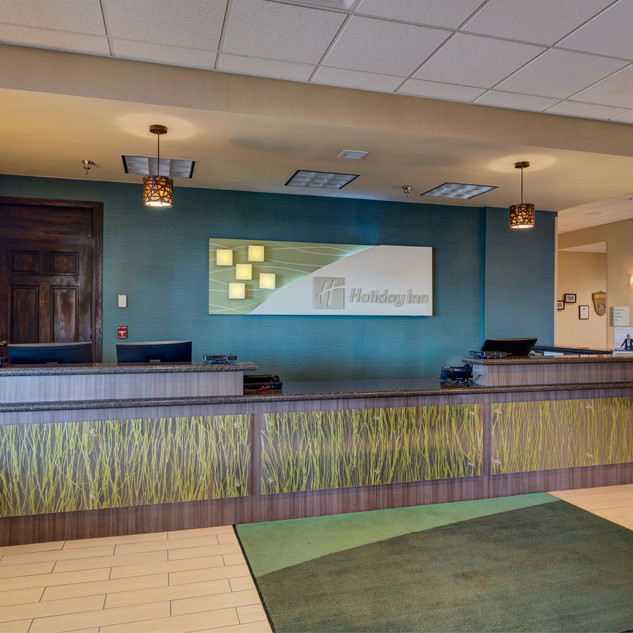 Spearfish-Holiday-Inn-Front-Desk-170-155