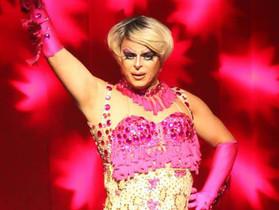 Helloa Meirelles traz magia das drag queens ao Curta Sarau