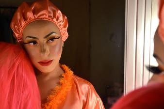 """Albertina é a personagem da drag queen Natasha Sahar em """"Uma História para Elise"""""""