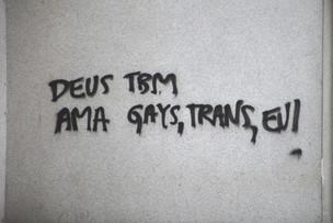 """""""Deus tbm ama gays, trans, eu!"""" Apenas um apelo ou simples desabafo?"""