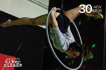 Bruna Amanda utiliza a lira em performance do Sarau pela Diversidade