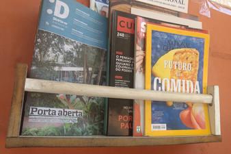 Iniciativa Nota 10: ponto de ônibus se transforma em biblioteca comunitária