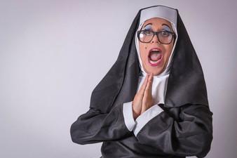Irmã Agnes tem trabalho dobrado para organizar a Ordem de São Cifrão