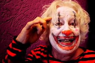 Clownstico: projeto artístico desmistifica o ridículo em vídeos no YouTube