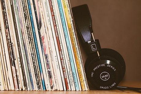 headphones-2588235_640.jpg