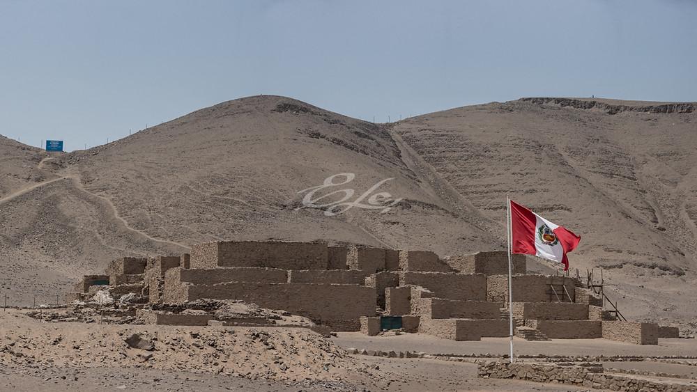 Perú. Lima, San Martín 2019. Complejo Arqueológico Paraíso, con 4300 años de antigüedad. La primera arquitectura de Lima Metropolitána. *Esta es una de las 14 huacas del Complejo Arqueológico.