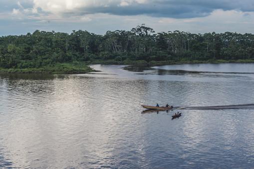 Navegando_en_el_río_Napo.jpg