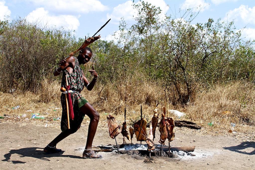 Maasai on the road 119.jpg