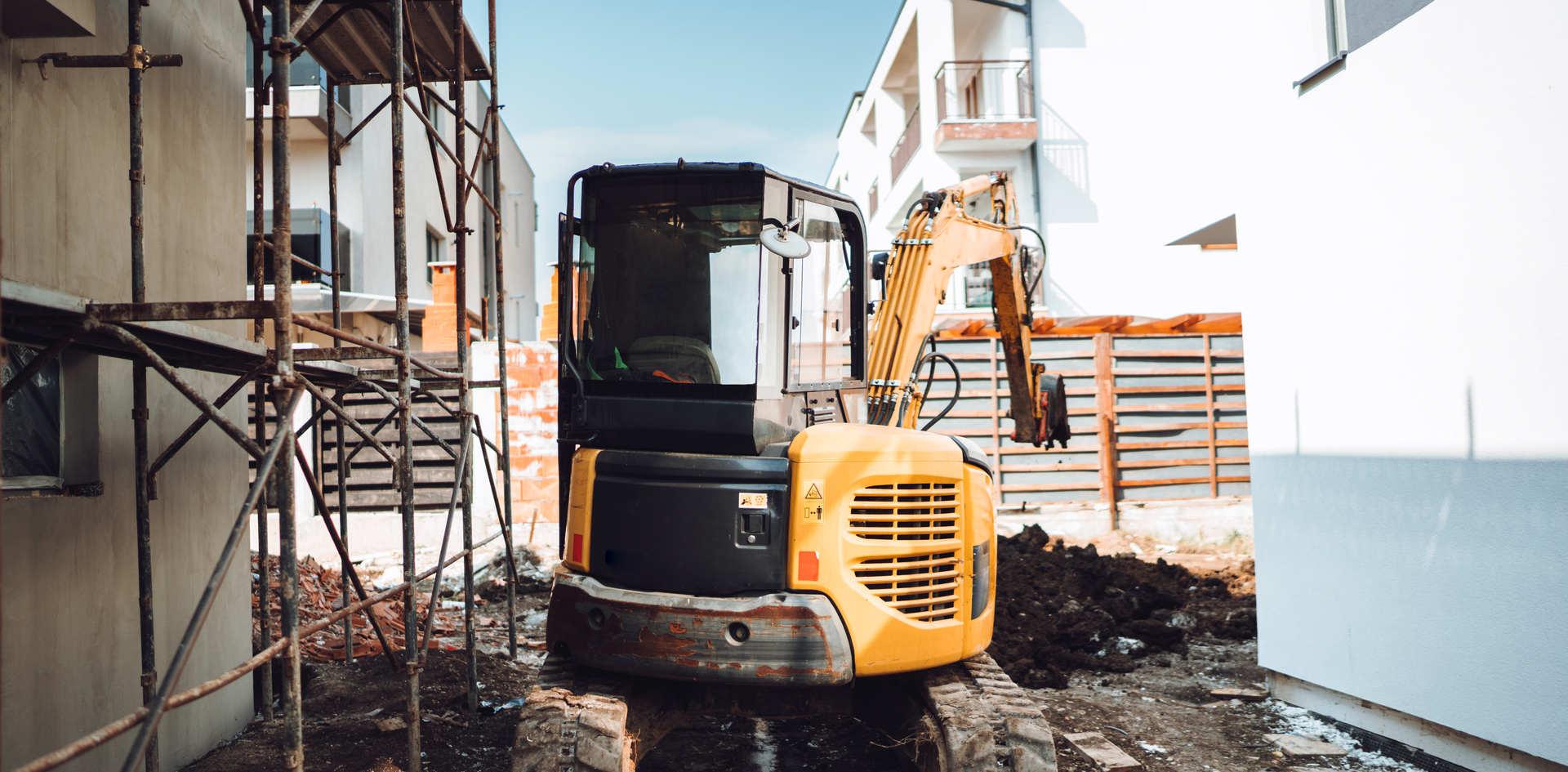 mini-heavy-duty-excavator-moving-earth-f