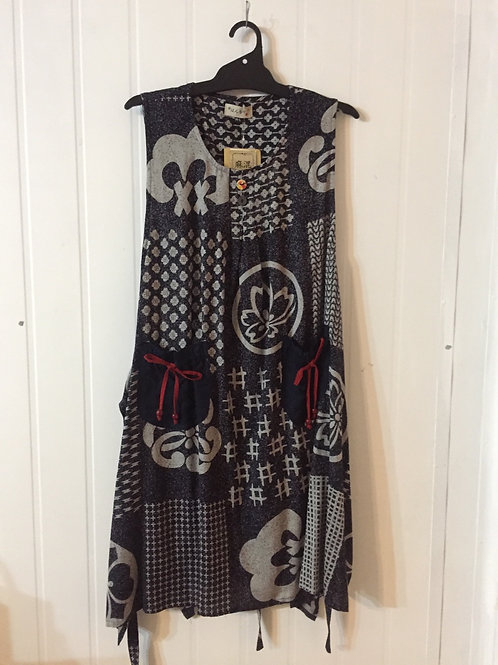 pinafore dark grey with family crest 1