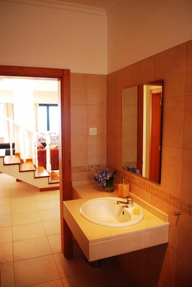 Gästebadezimmer/ Guest Restroom