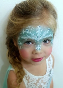 10-Disney-Frozen-Elsas-costume-and-makeu