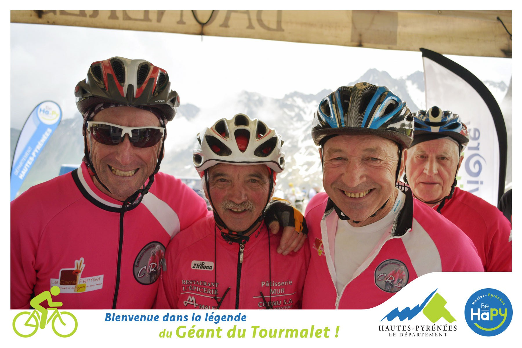La photocyclette prend en photo les coureurs dans les Pyrénées