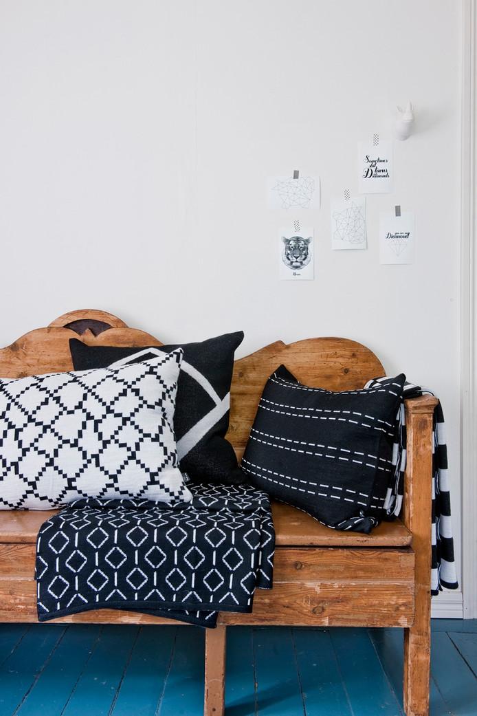 B&W cozy textile
