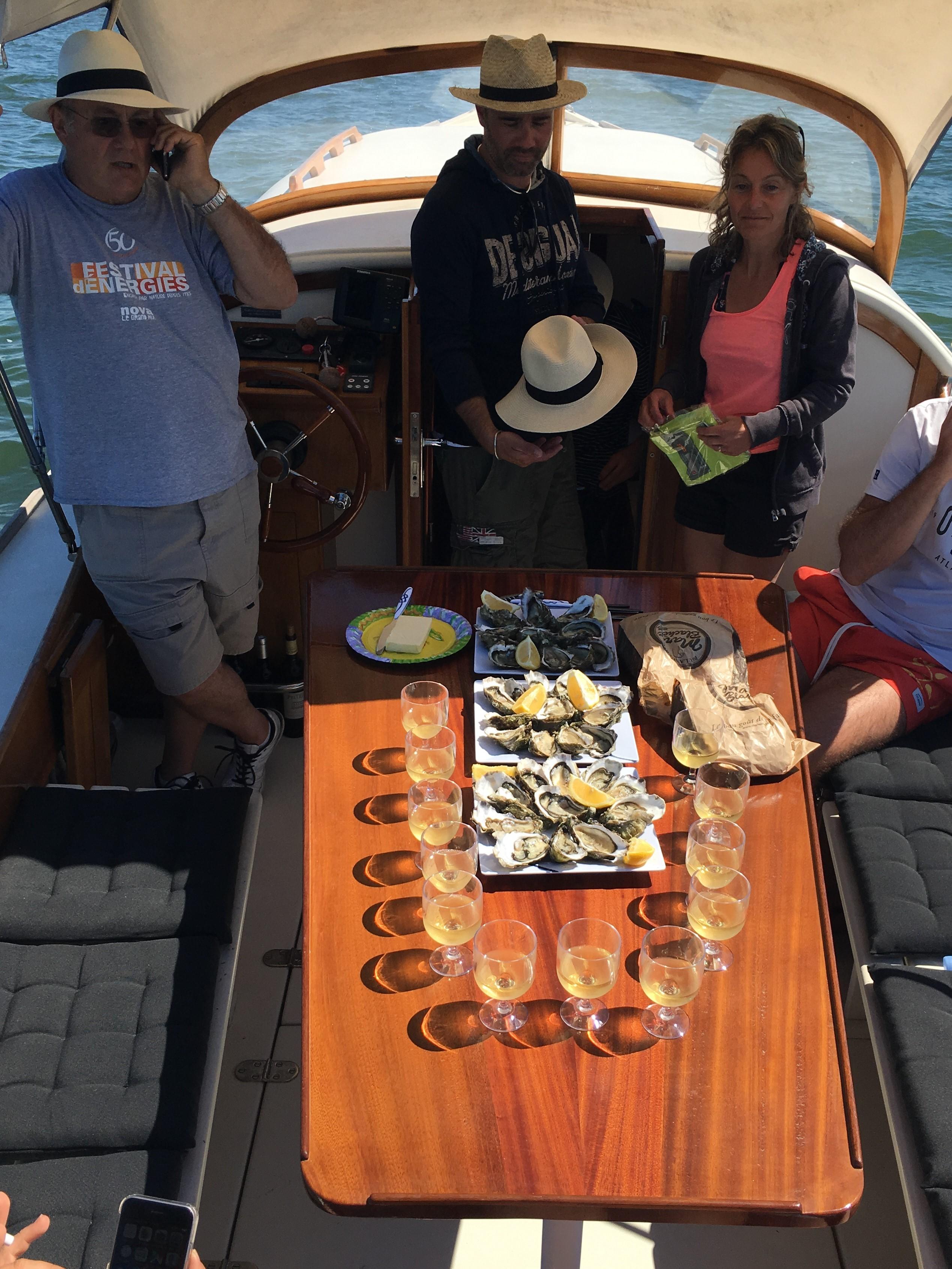 Dégustation d'huitres à bord